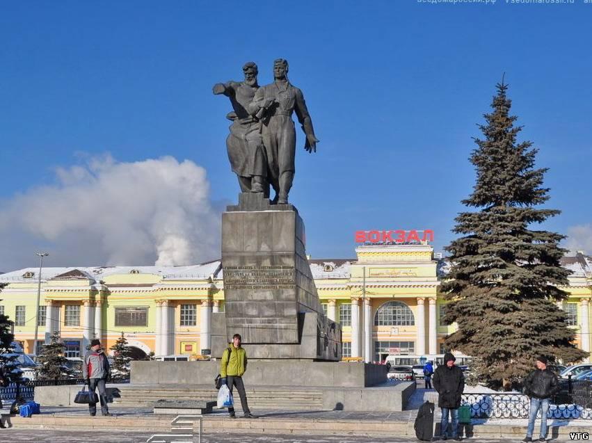 Памятник под варежкой екатеринбург памятник сталину рузвельту и черчиллю сочи